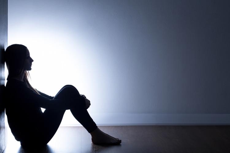 โลกสีหม่นของคนเหงา กับความเศร้าที่หายได้